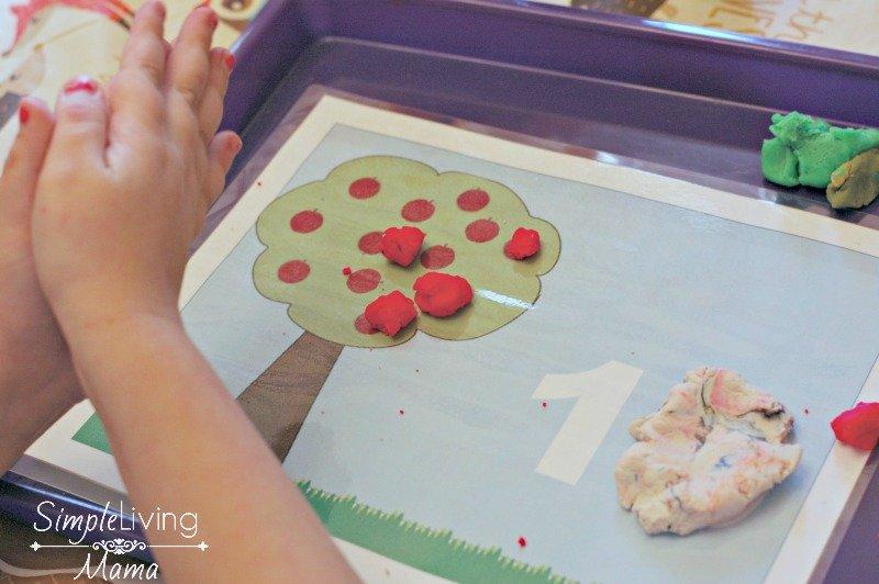 apple-playdough-mat