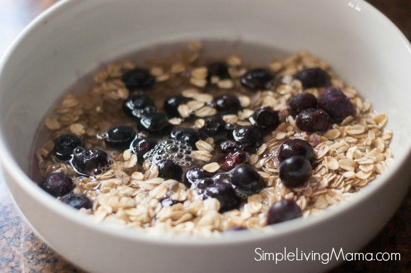 Oats with water and blueberries